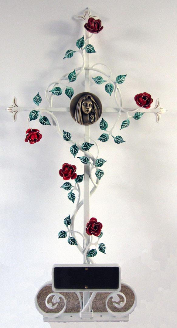 weißes Grabkreuz